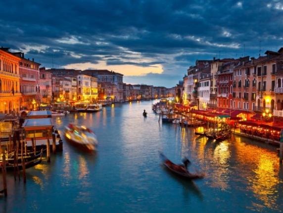 venice river cruise waktu malam