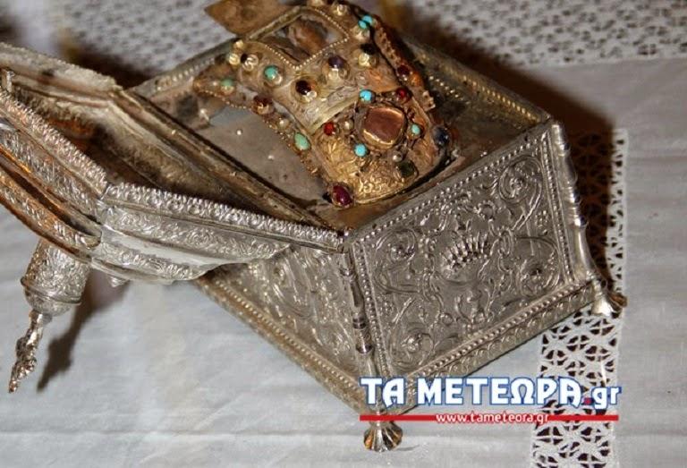 Ιερά περιοδεία της άφθορης αριστερής χείρας του Αγίου Ιωάννη Χρυσοστόμου http://leipsanothiki.blogspot.be/