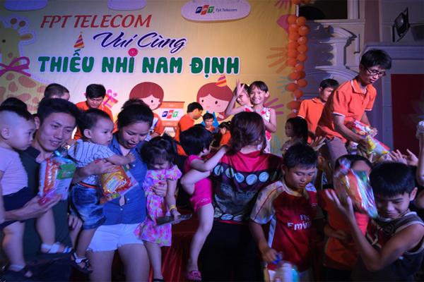 Công Ty FPT Telecom Nam Định Tặng Quà Cho 1000 Trẻ Em 1