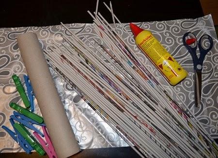 7cc910993 Veniec z papierových ruličiek. sobota, januára 31, 2015. Papier Paplet  Vianoce. Potrebujete vyrobiť vlastný venček vhodný na rôzne príležitosti?  Prinášame ...