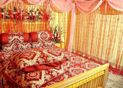 .Kamar Dengan Tema Warna Bunga Mamar Merah, kamar warna merah emas