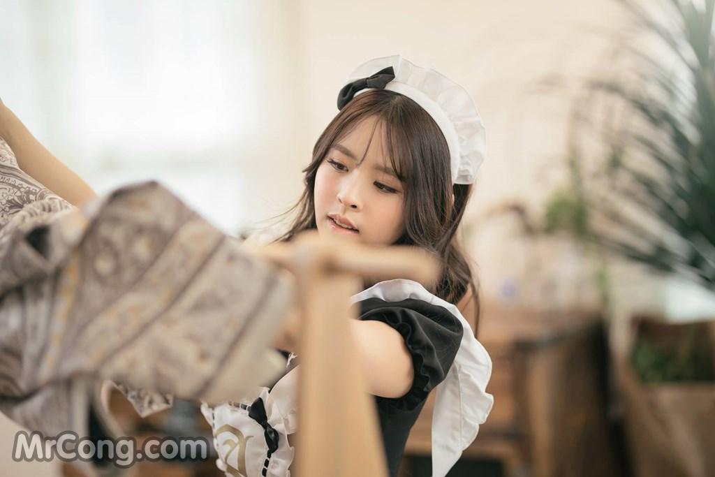 Người đẹp Kwon Hyuk Jeong tạo dáng dễ thương với trang phục cô giúp việc (13 ảnh)