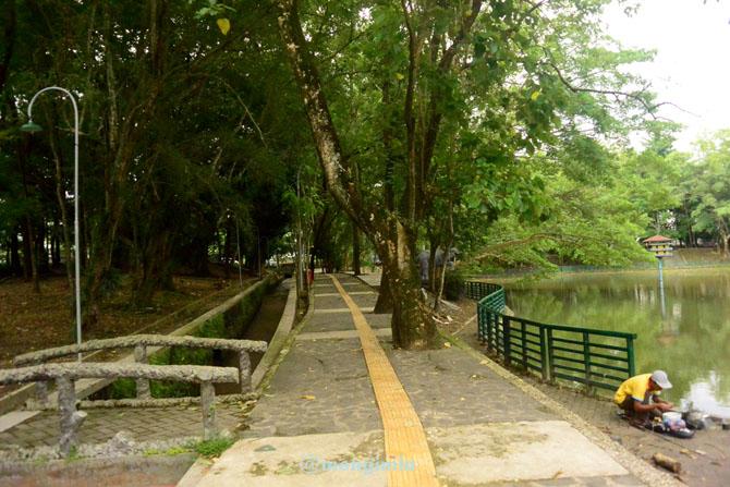 Jalur jogging di lembah UGM