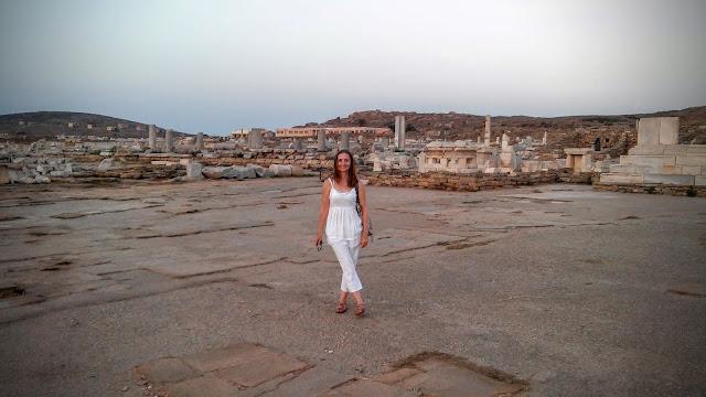 Widok na Agorę Kompetalistów, ruiny starożytnej Delos Cyklady Grecja