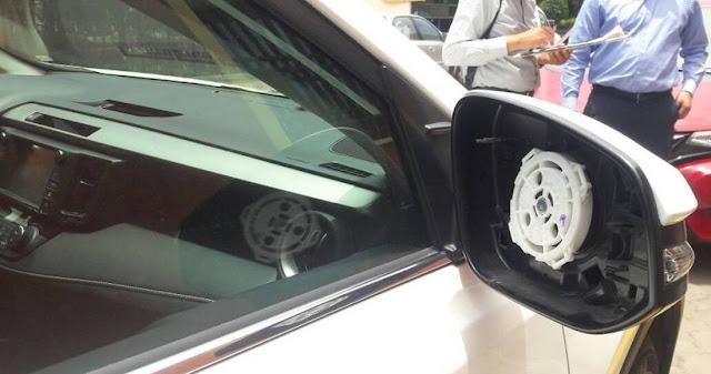 Juan Zepeda va a Puebla y le roban los espejos de su camioneta de lujo afuera del PRD estatal