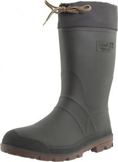 botas de caucho oscuras