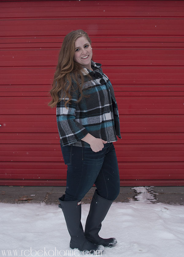 Do you have wide calves? I do! I've had a lot of issues with taller boots fitting, but I love this pair of adjustable Hunter Boots! Click through to learn more about them!