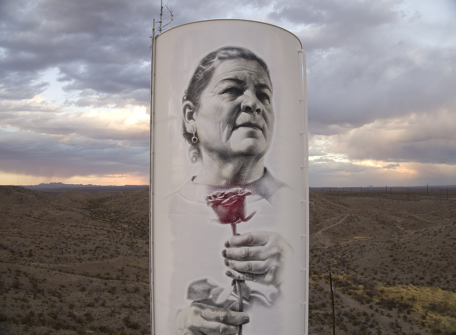 Mac Art New Mural On The Us Mexico Border Abuelita Of Presidio