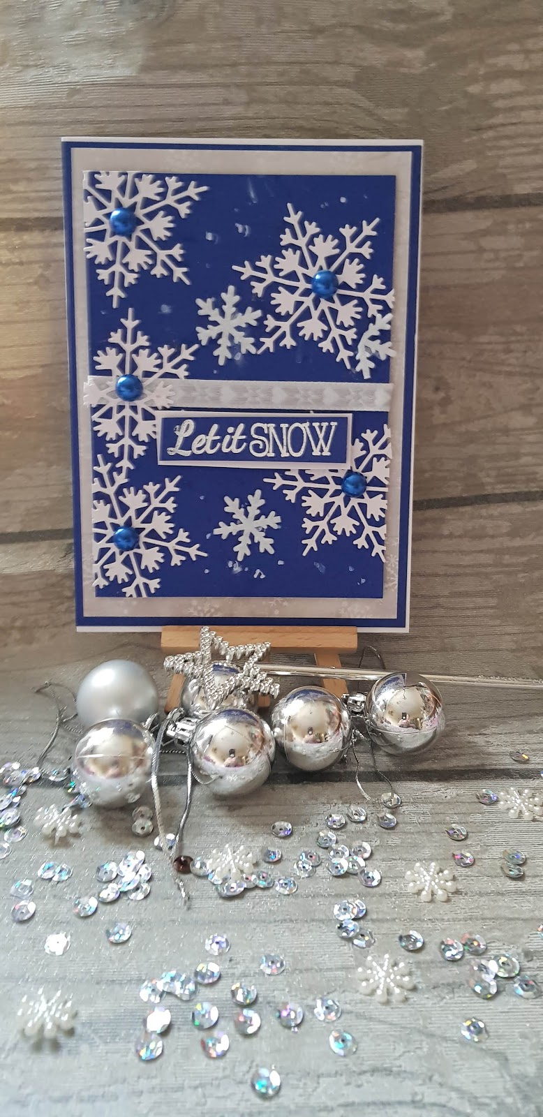 happillycrafting.com: CHRISTMAS CARD MAKING 2018- CARD No 1- LET IT SNOW