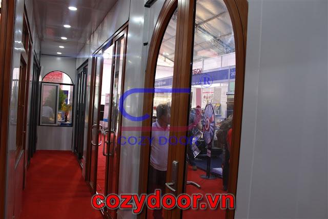 Cửa nhôm cozydoor giá rẻ