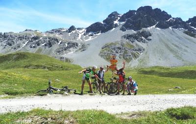 scharl-arnoga-suiza-italia-transalpes-en-btt-alpes-dass-radond