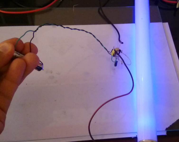 Fluorescence lamp booster by one AAA battery