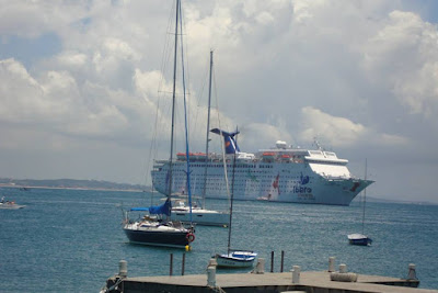 Navio ancorado em Búzios