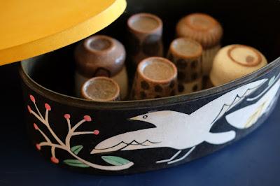 紙箱作家 AkaneBonBon(アカネボンボン)さんの茶器入れ