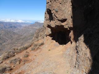 Exterior de una de las Cuevas de Caballero