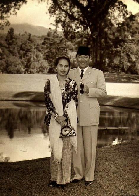 Sukarno and his first lady Rahmawati