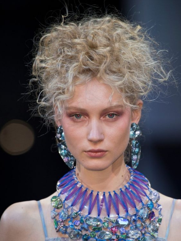 Spring 2019, Fashion Shows Makeup: All the SS19 makeup trends you need to know straight from fashion weeks' catwalks | Kooklitsa for Ioanna's Notebook #beauty #makeup #ss19makeup #makeuptrends #fashionweekmakeup