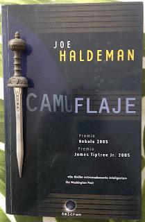 Portada del libro Camuflaje, de Joe Haldeman