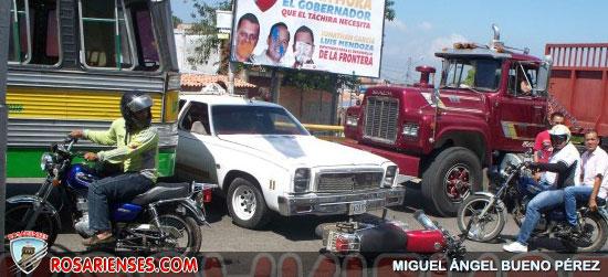 Caos automovilístico en la avenida Venezuela   Rosarienses, Villa del Rosario