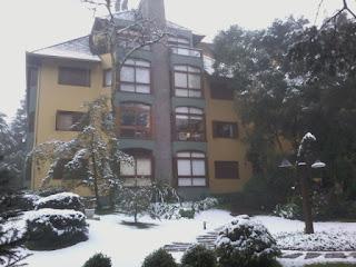 Edifício com neve Gramado