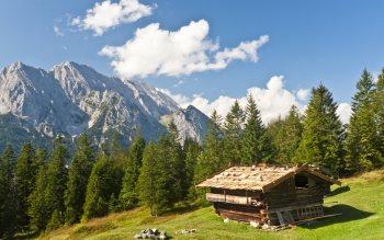 Wallpaper: Shack in Bavarian Alps