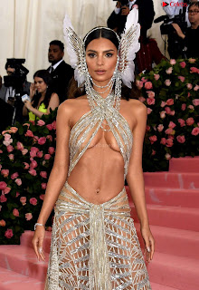 Emily Ratajkowski Expising her beautiful  at 2019 MET Gala in NYC .xyz Exclusive Pics 04