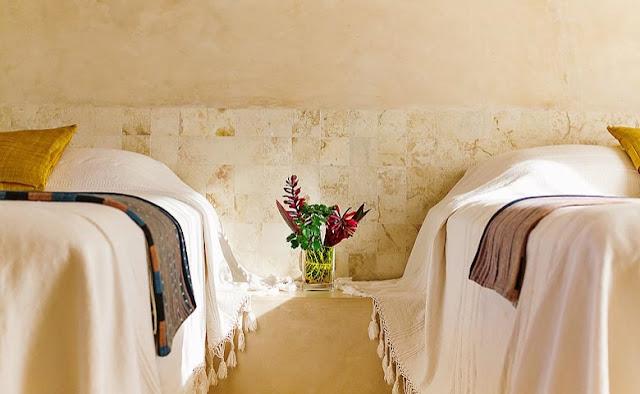 dormitorio invitados con colchas de algodon blanco chicanddeco