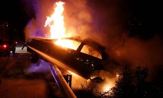 Τρόμος στην Αθηνών – Λαμίας: Αυτοκίνητο με μπουκάλες υγραερίου τυλίχθηκε στις φλόγες
