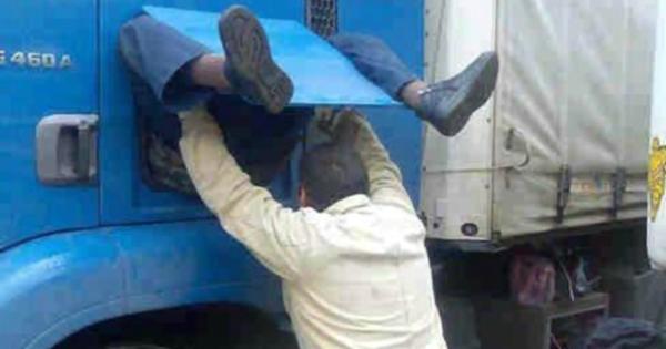 Ξεκαρδιστικό Ανέκδοτο: Ο Φορτηγατζής και ο Gay οδηγός στην Εθνική!