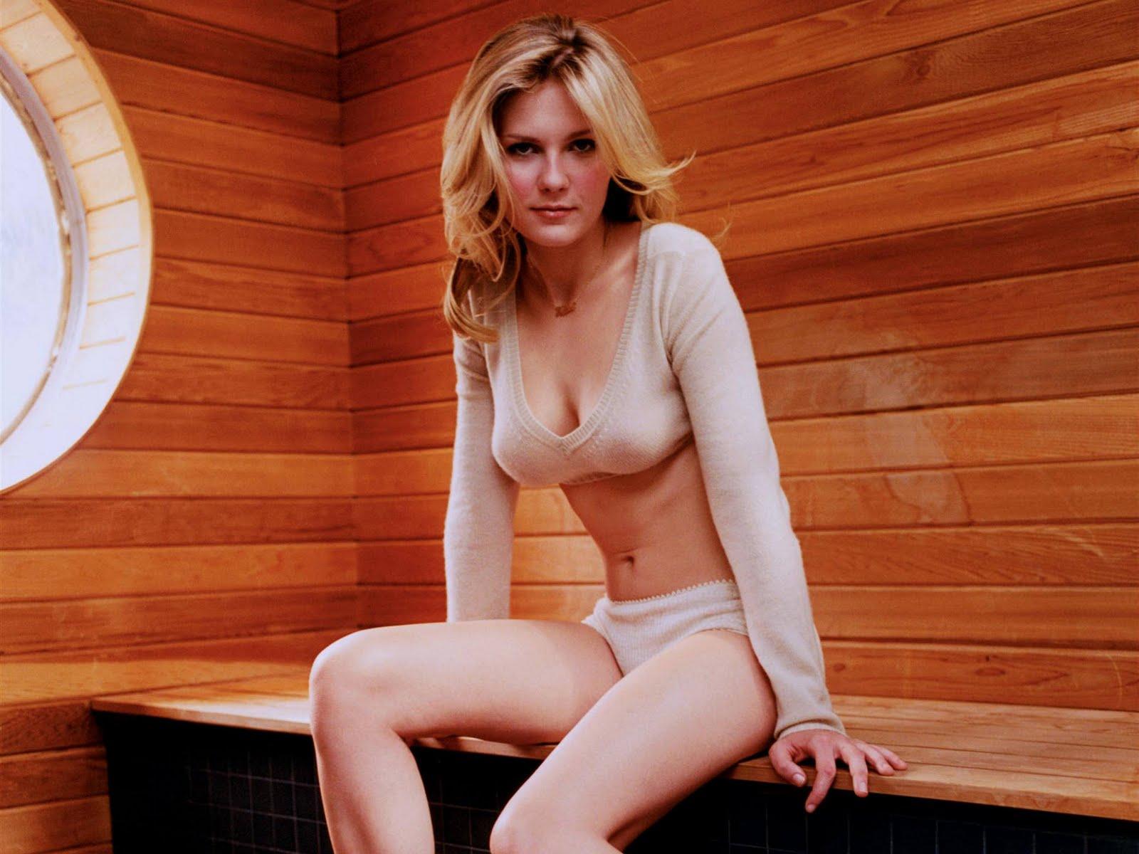 Kristen Dunst Sexy 38