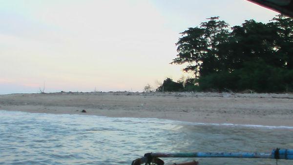 Pantai pasir putih Pulau Kasiak
