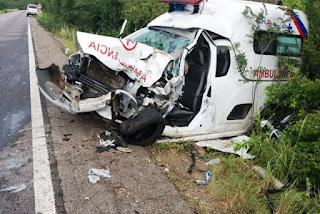 Motorista e duas pessoas ficaram feridas em acidente com ambulância de Lagoa Real