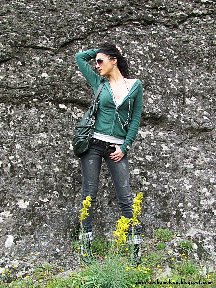 green knitted hoodie gray skinny jeans outfit ideas