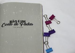 https://lovelyplacee.blogspot.com.br/2018/02/resenha-nao-e-um-conto-de-fadas.html