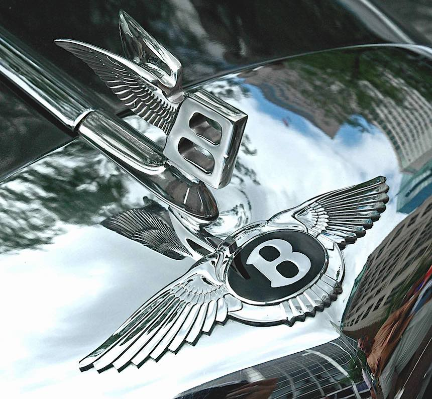 Bentley wings logo photograph