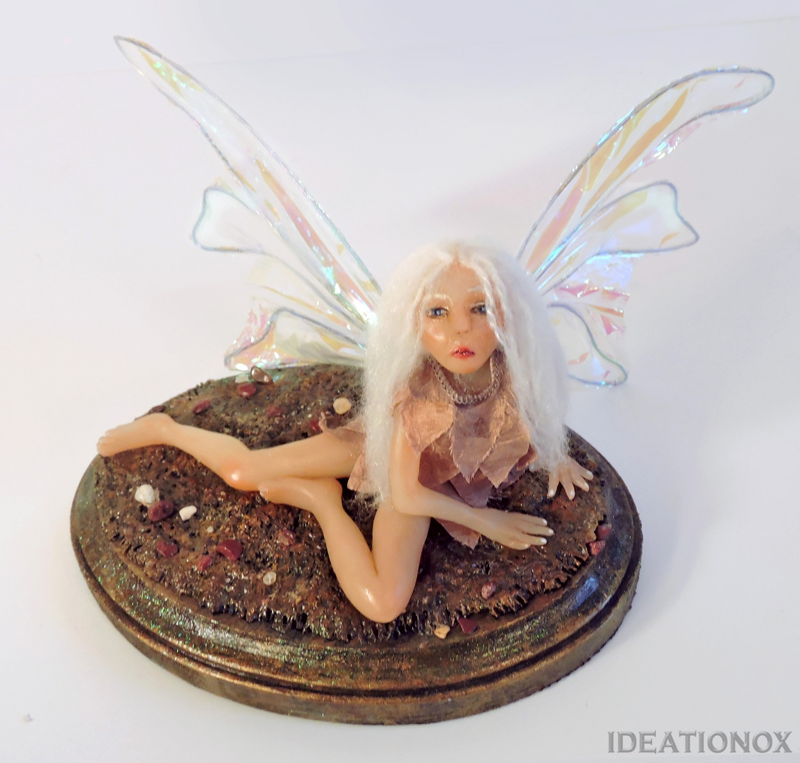 15-Fairy-Statue-Alyson-Tabbitha-IDEATIONOX-Labyrinth-Fan-Art-Dolls-Statues-and-Jewelry-www-designstack-co