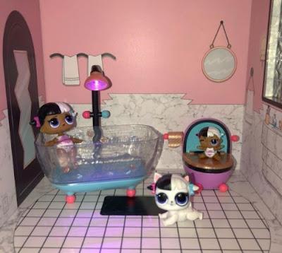 Туалет и ванная комната в домике ЛОЛ Сюрприз для кукол