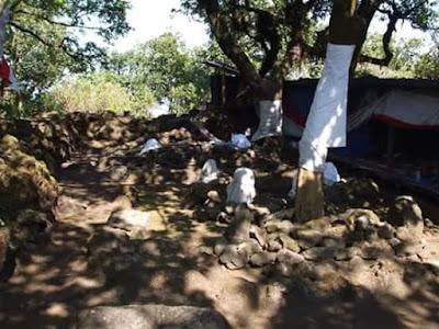 Atsar/Makam Siapakah Yang Berada Di Puncak Gunung Tampomas?