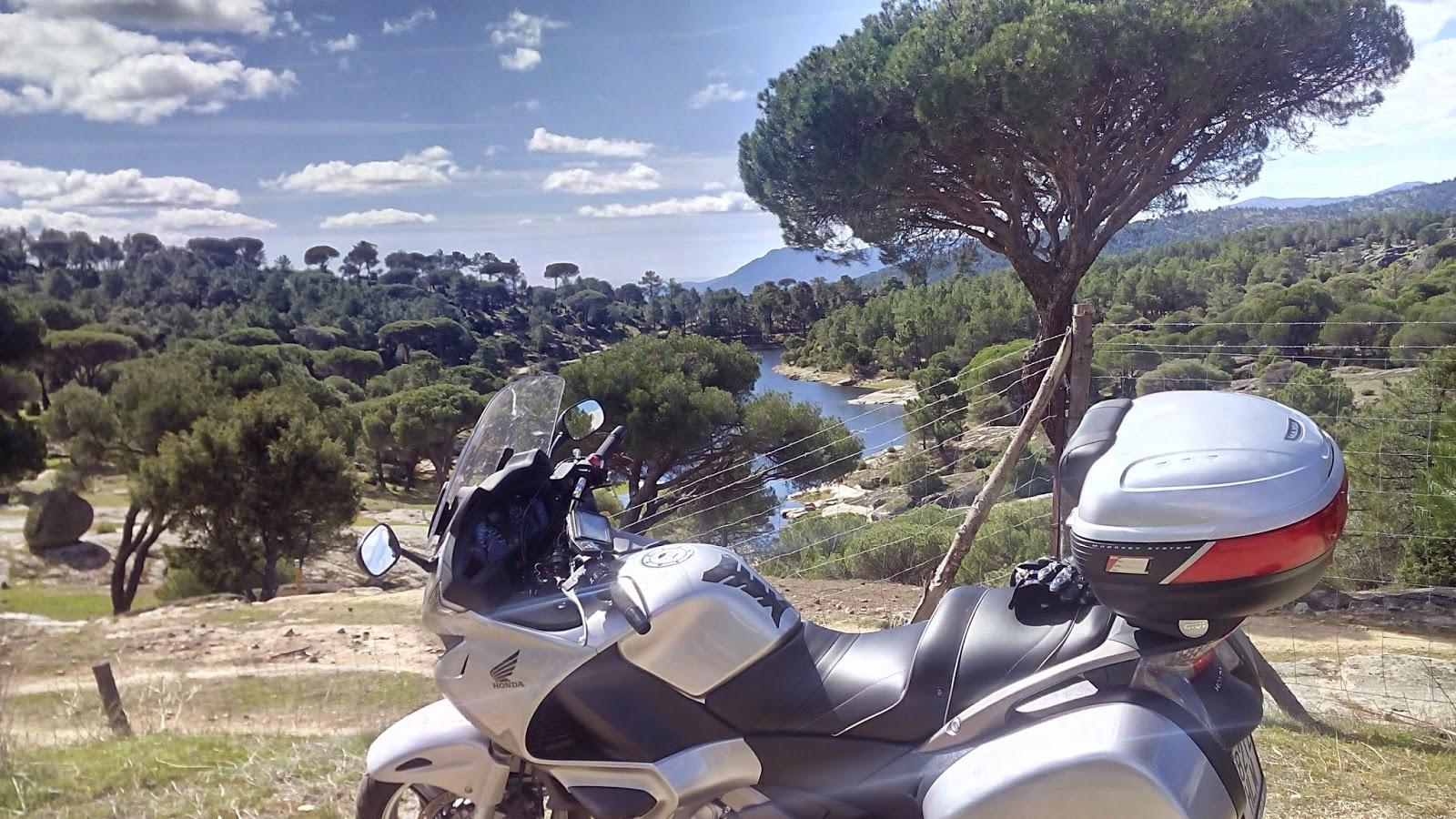 ruta en moto por Hoyo de Pinares
