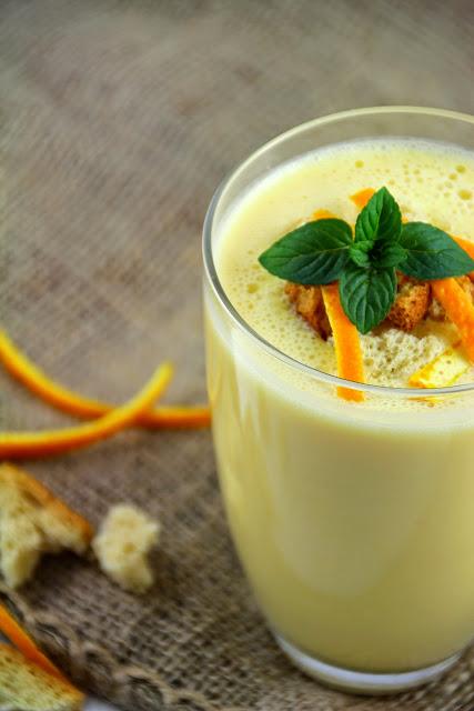 Orangen-Sanddorn-Shake mit Zwieback