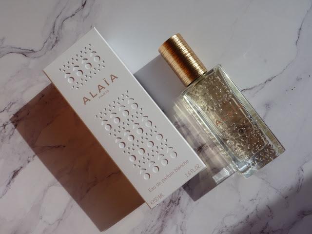 Czy wiesz, że mężczyźni uwielbiają jak pachniesz Alaia Blanche od Alaia Paris ?