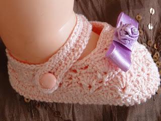 Sapatinhos Fofinhos de Crochê Para Bebês, executado por Pecunia MM, Com Gráfico
