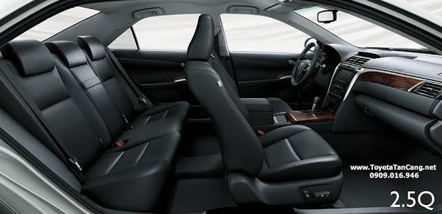 Nội thất Toyota Camry 2015 rất rộng rãi với nhiều trang thiết bị tiện nghi và sang trọng