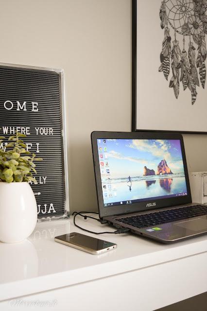 tietokone läppäri asus kirjoituspöytä työpöytä jysk pöytä stege klarup tuoli valkoinen makuuhuone