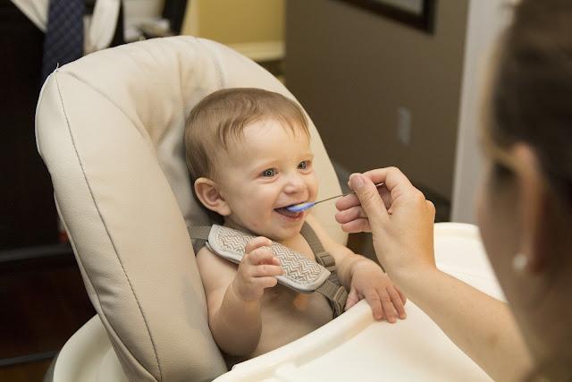 Rozszerzanie diety niemowlaka - aktualne zalecenia 2018