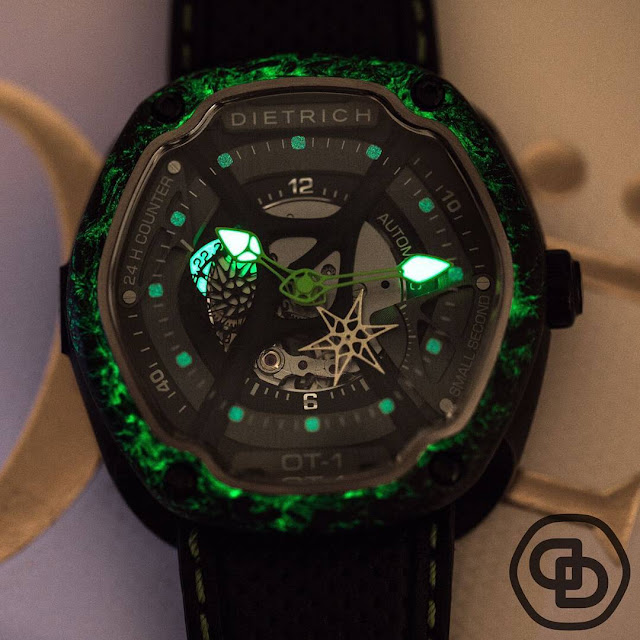 Dietrich OT1 Carbon luminescent dial in the dark
