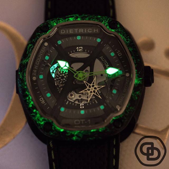 Dietrich OT1 Carbon luminescent dial in the dark