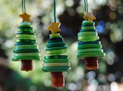 Figuras de navidad con botones en Recicla Inventa