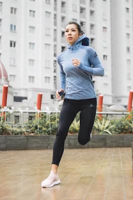 Jennifer Kurniawan jogging denga nlegging ketat kaki indah dan mulus