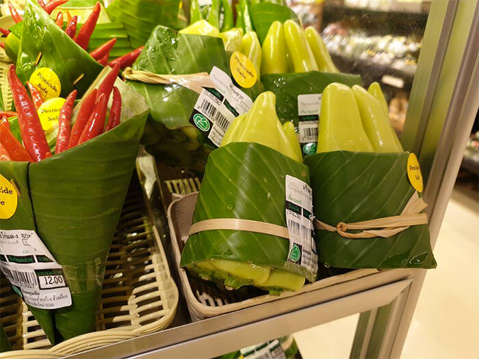 Asian Supermarkets Return To Using Leaves Instead Of Plastic